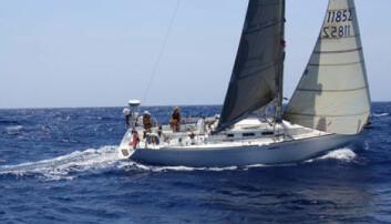 Lynnedslag og tre hull i båten