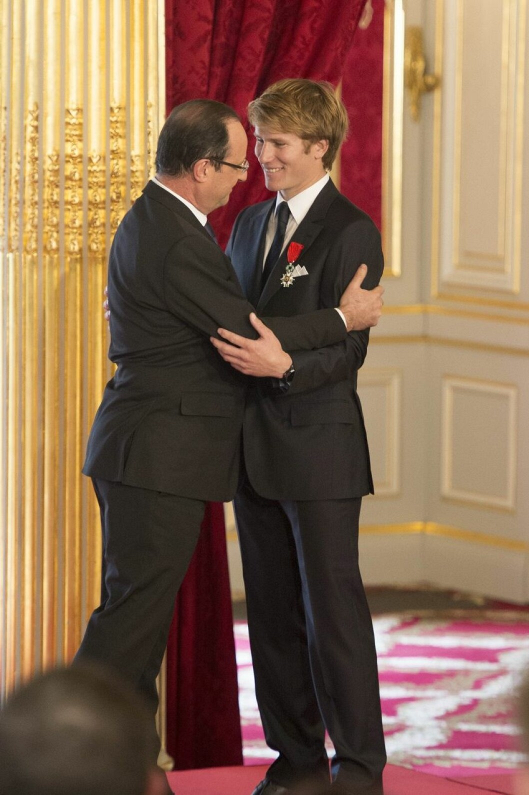 Francois Gabart mottok idag Æreslegionen fra president Francois Hollandes hånd ved en høytidelighet i Elyséepalasset.