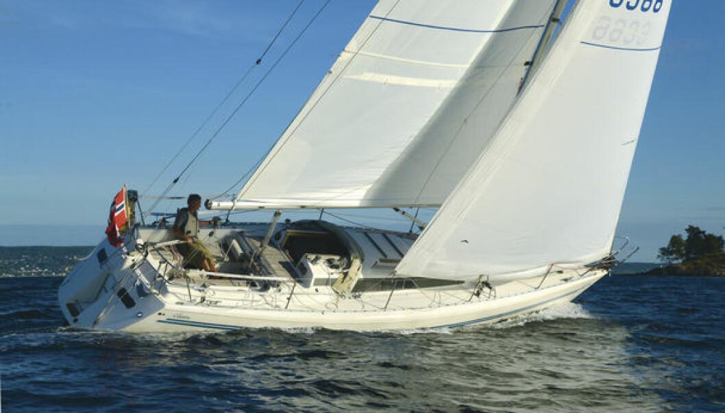 NYE SEIL: Jeg har valgt slitesterke seil som er en fordel for tur, og ikke lettest mulig som ville vært optimalt for regattaseiling.