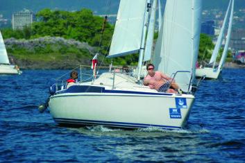 TURSEILING: Maxi 77 har mye volum for størrelsen og er en fin turbåt. 15 000 kr