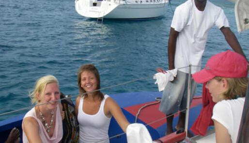 Svenske Linda selger suvenirer fra båt