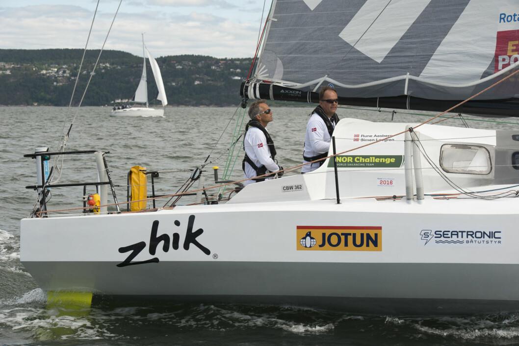 TOK INNPÅ: Rune Aasberg og Simen Løvgren har meldt seg på i konkurransen om å bli Årets Shorthanded-seilere etter seieren i Shetland Race.