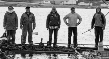 PÅ «MAUDS» DEKK: Mannskapet som har vært med å heve «Maud» fra sitt hvilested på bunnen: Fra venstre : Bjørn Myrann, Terje Mørkved, Kjell Arne Myrann, Stig Pettersen og Jan Wanggaard.