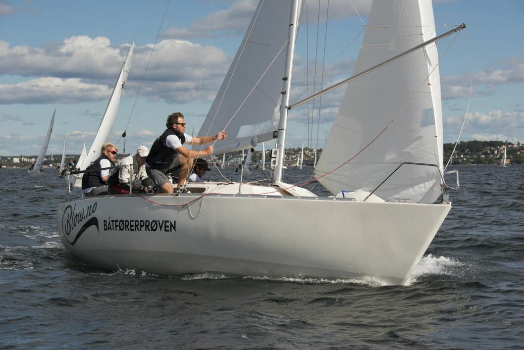 GULL: Etter å ha seilt godt i hele vårsesongen kunne laget «Blow.no ? Båtførerprøven» innkassere sin første NM-tittel i Express.