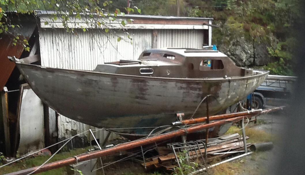 HALLBERG P28: Slik ser den ut og antagelsen om at dette dreier seg om en Hallberg P28, blir støttet av flere som kjenner båttypen.