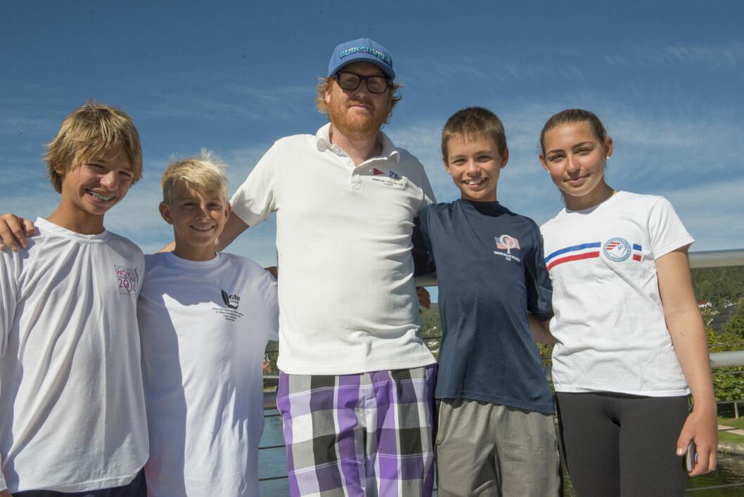 FRA USA: Justin Callahan, Huck Whittemore, Joakim Karlsen, Mitchell Callahan og Bella Casaretto er kommet til Norge for å seile norgescup i Sandefjord.
