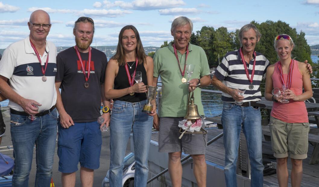 FAMILIE-PALL: Fra venstre Pål Persen, Herman Persen Fostvedt, Martine Hoff Jensen, Morten Jensen, Lasse Naumann og Mari Børretzen.