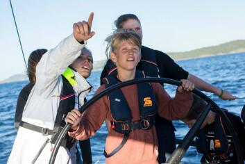 INSTRUERTE: 49er-seiler Helene Næss var med ut og instruerte de unge seilerne.