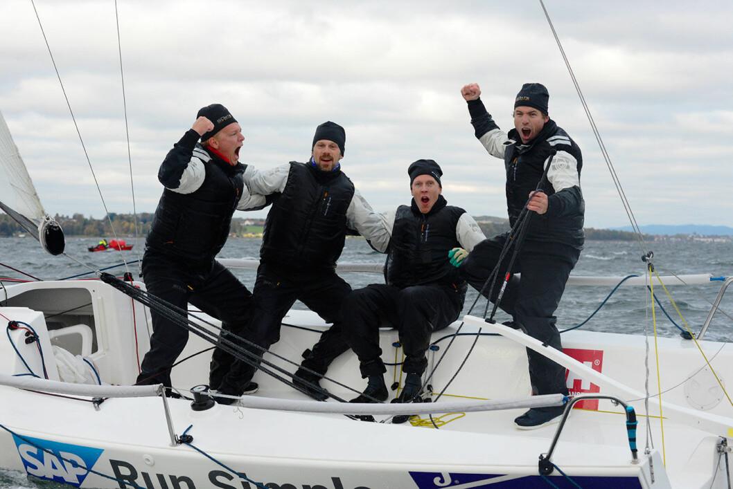 STOR JUBEL: Gleden var stor om bord hos Peder Jahre da det var klart at seieren i mesternes mester og kongepokalen var i havn.