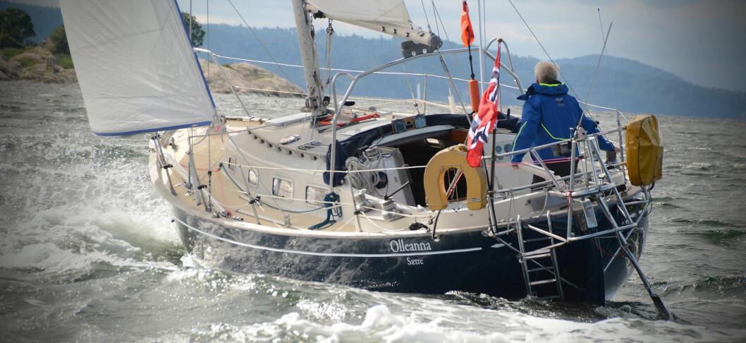 OLLEANNA: I båten han skal seile alene rundt jorden i, «Olleanna» er Are Wiig nå ute og seiler med mellom Færder og Skagen.