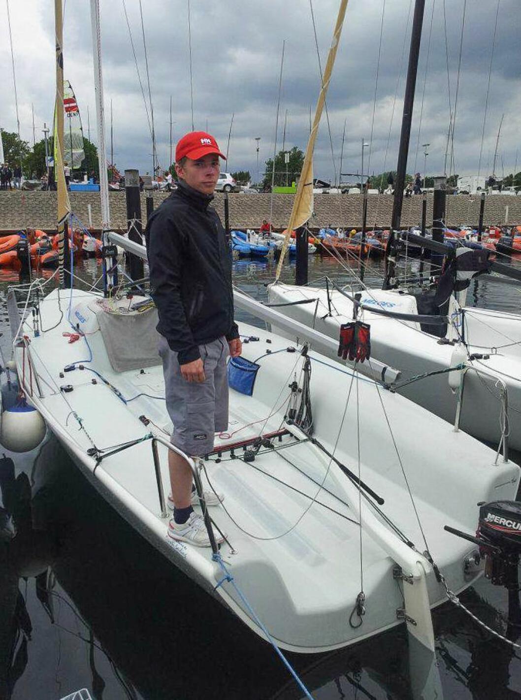 NY TRENER: Tyske Christopher skal trene Optimist- og Laser-seilerne I Molde Seilforening.