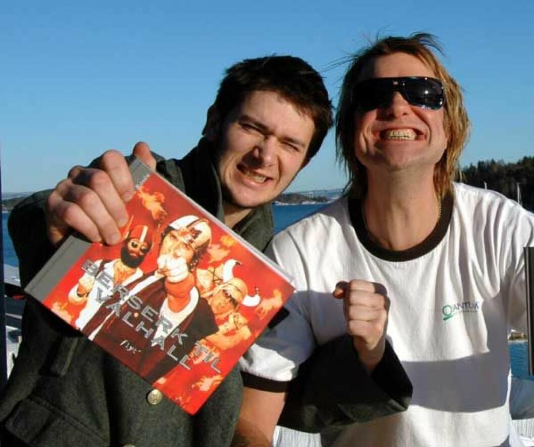 Jarle og Alex klare med Berserk-bok og turné
