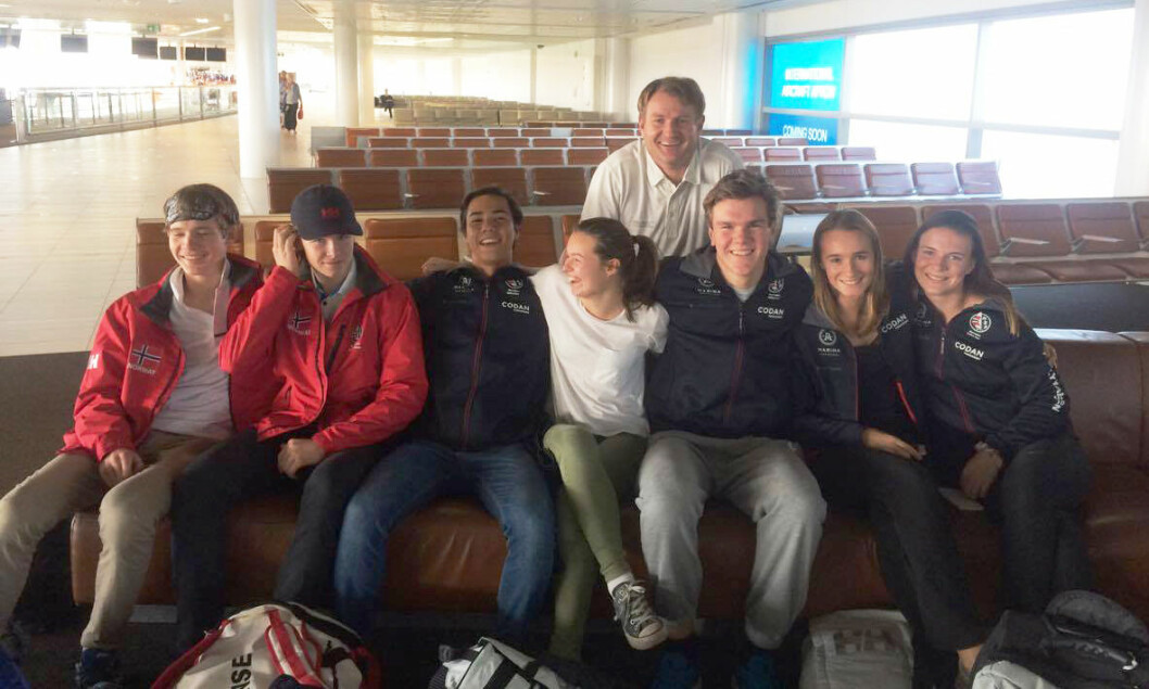 VM-TROPP: Jostein Aker, Jacob Undrum, Jakob Ruud, Emile Dahl Andersen, Jacob Lepperød, Marend Edland og Caroline Rosmo utgjør den norske junior-VM-troppen. Bak lagleder Peer Moberg.