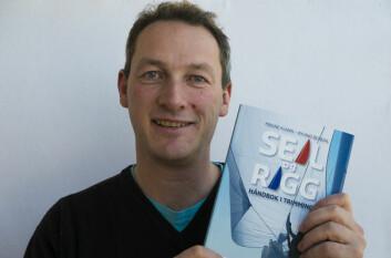 NY BOK: Magne Klann er den ene av de to som står bak den nye boken om trimming av seil og rigg. Øyvind Bordal er medforfatter.
