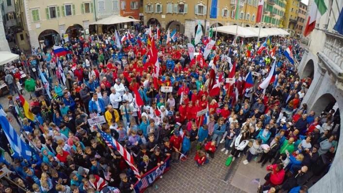 1063 SEILERE: I påsken ble det notert en ny rekord i Guinness? rekordbok med 1063 Optimist-seilere på Gardasjøen