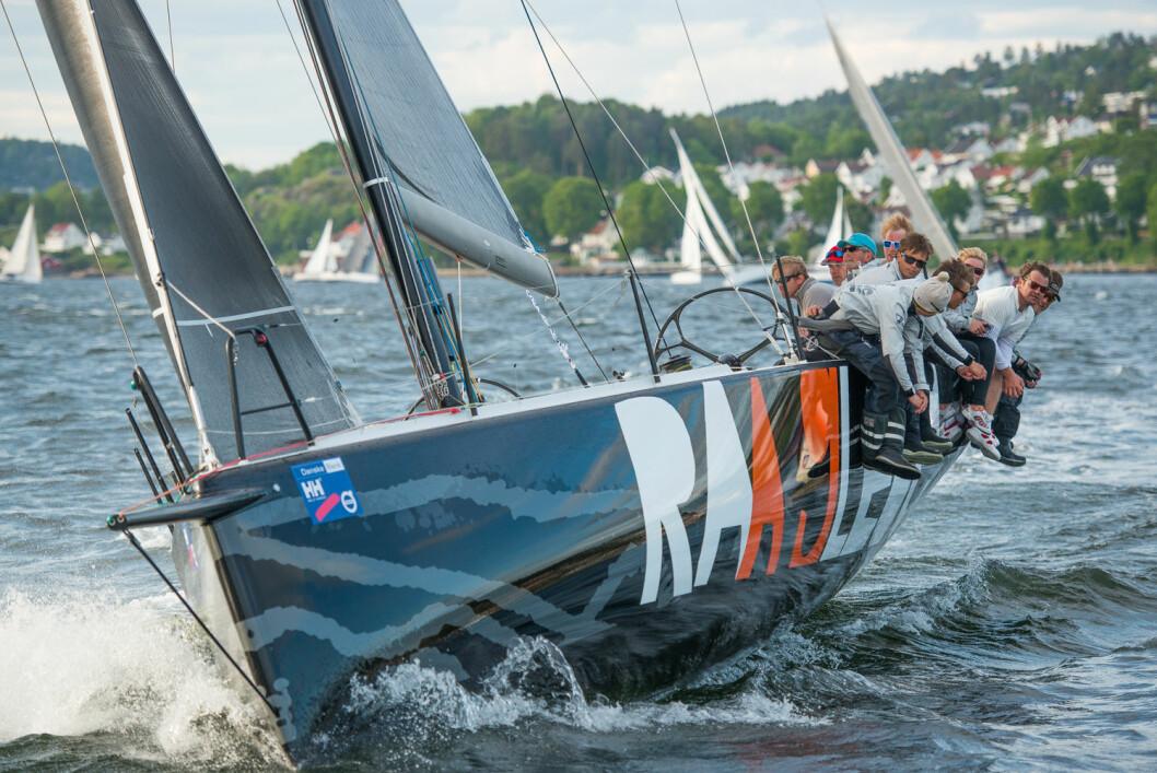 RAA GLEDE: En an Norges råeste regattabåter vil ha fokus på opplæring i år, og skipper Christen With er interessert i å komme i kontakt med seilere som vil lære.