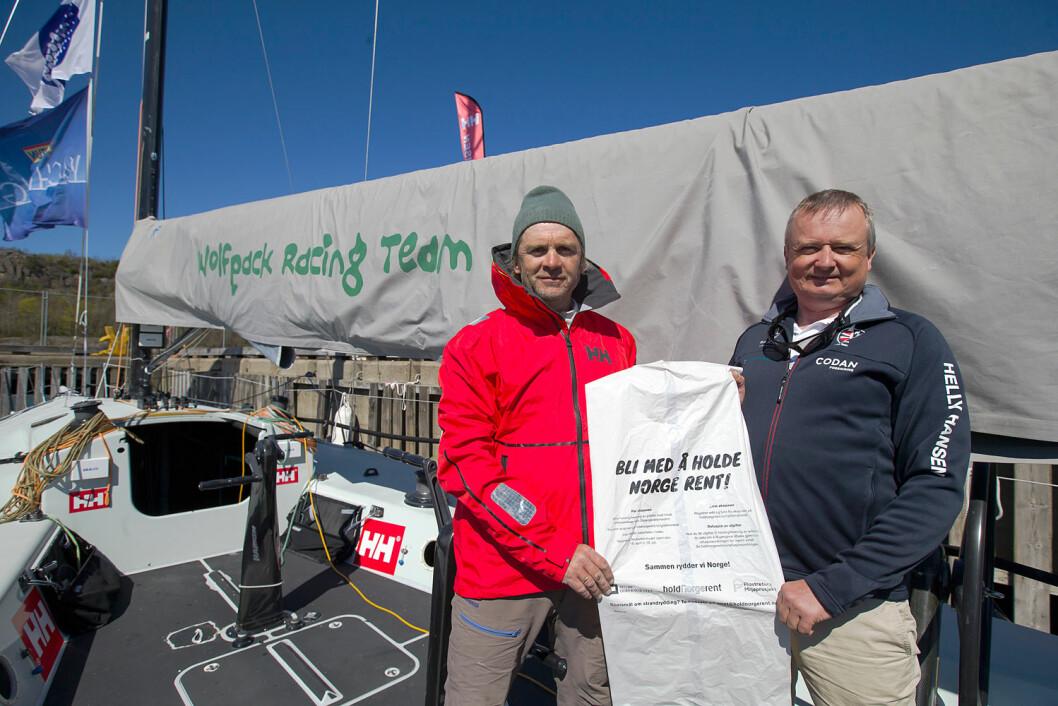 HOLD HAVET RENT: Thomas Nilsson (t.v.) i Wolfpack Racing og Jon Amtrup i Norges Seilforbund vil samarbeide om å holde havet rent.