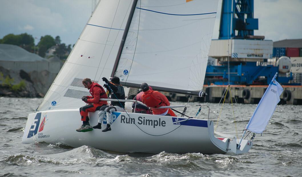 NR 3: KNS slipper unge seilere til i år, men med hjelp fra garvete seilere i ulike roller tipper SEILmagasinet foreningen på en 3. plass i år.