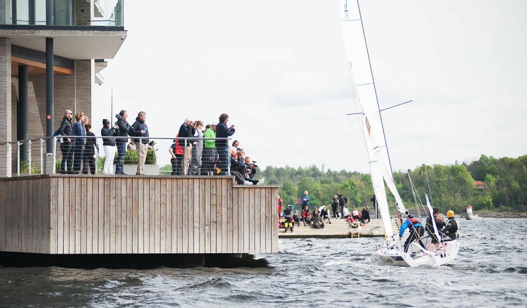 DELTAGERE: For alle involverte blir en regatta morsomst når deltagerlisten er fyldig, og arrangører liker å vite om den vil bli det eller ikke ? i god tid før arrangementet.