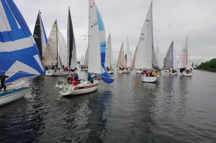 TRANGT: Det var mest fart på flankene. Båtene i midten stod parkert.