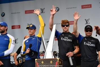 Artemis og Emirataes Team New Zealand før finalen.