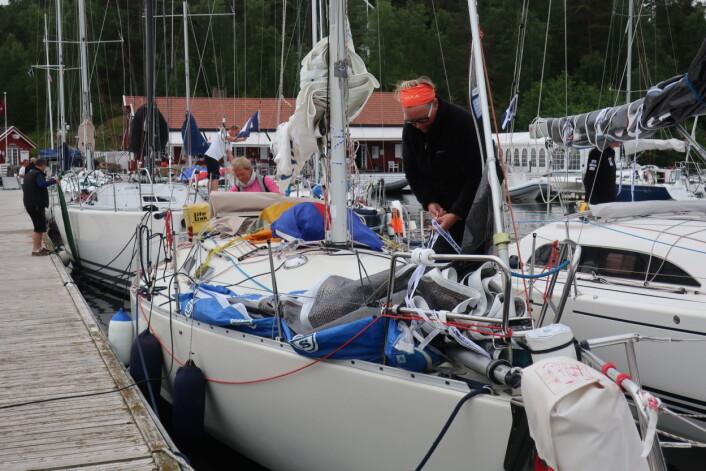 START: Eira Naustvik  har med seg Nina Braaten. Her gjør de seg klare før start.