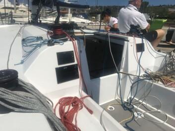 LUKE: Cockpiten er lang, og luka er like bak masten som på en typisk ekstrem regattabåt.