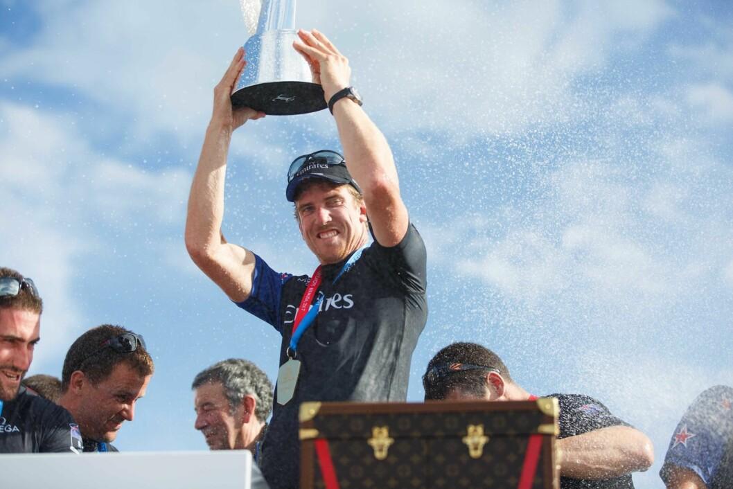 SUVEREN: Peter Burling kan ta mye av æren for seieren på Bermuda