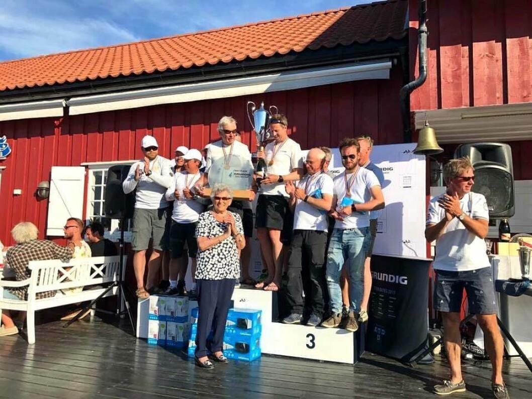 PALLEN I J/70: HKH prinsesse Astrid delte ut premiene under Grundig Hankø Race Week.