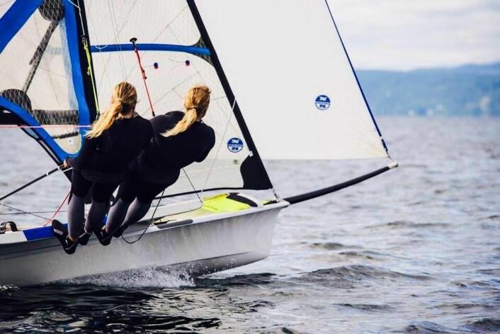 Ragna og Maia Agerup seiler bra i Kiel