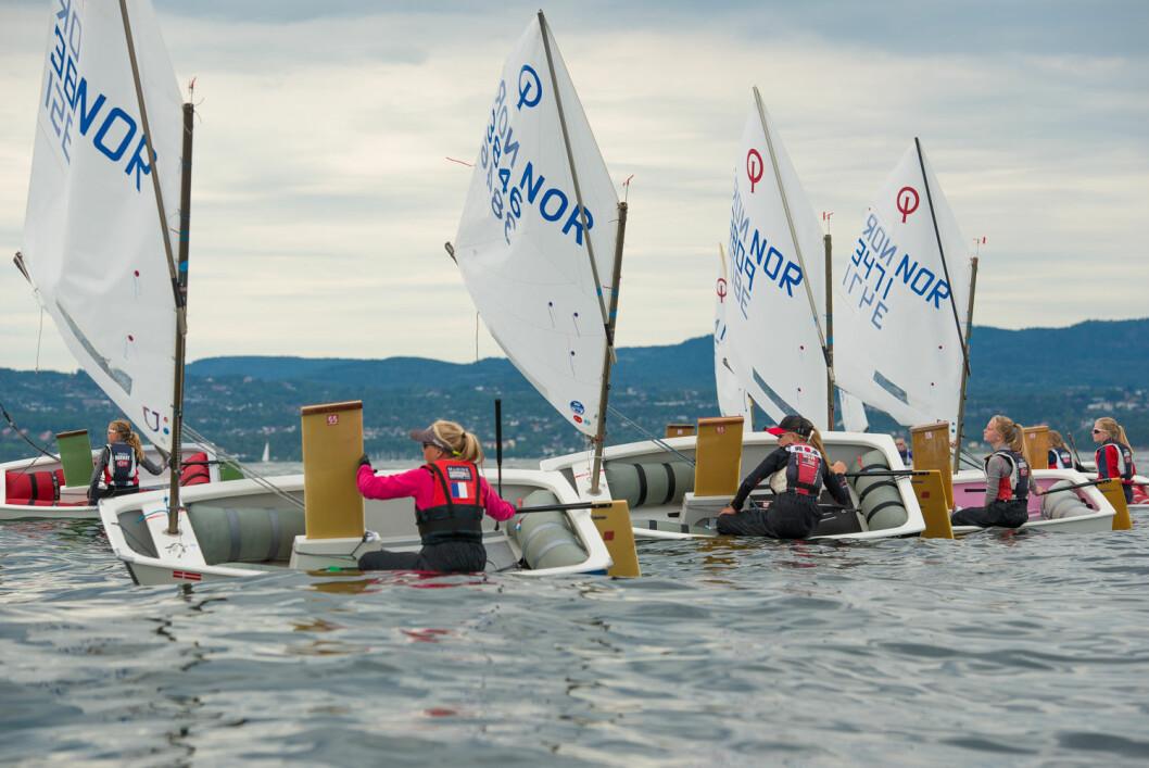 NM I SANDEFJORD: Optimist-seilerne møtes til NM i Sandefjord, og der kan man følge seilerne ved hjelp av tracking.