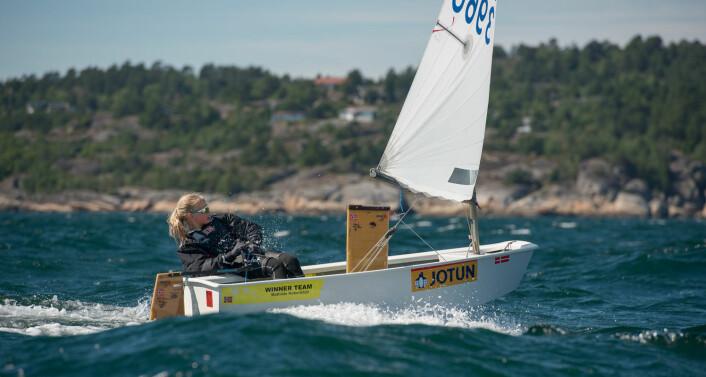 SUVEREN: Mathilde Roberstad vant en klar seier i jenteklassen i Optimist-NM.