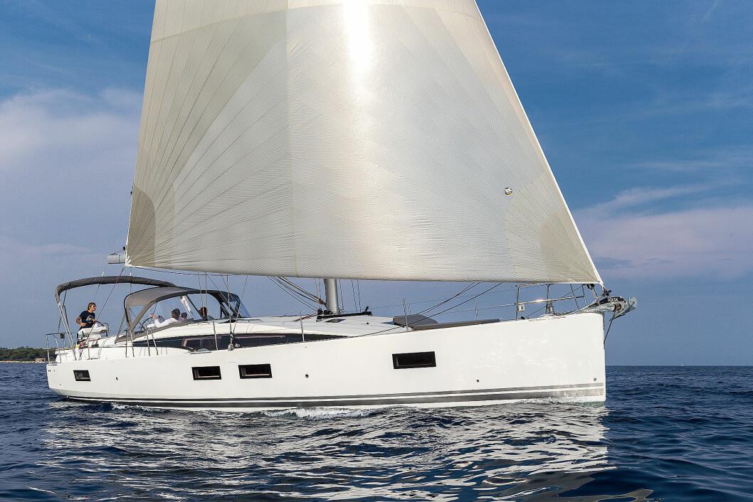 YACHT: Jeanneau 51 har komfort og funksjoner fra større båter til en du kan eie uten kystskippern.