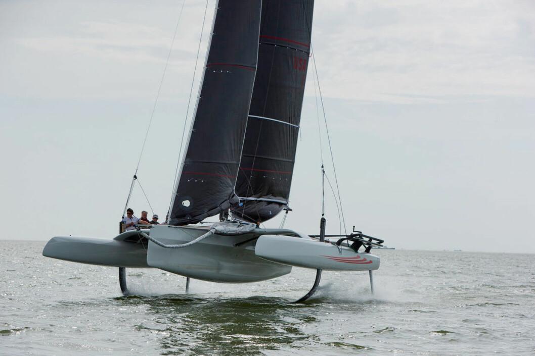 ENKEL: RF10 skal kunne seiles av amatører, men er i stand til å seile i hastigheter opp mot 30 knop.