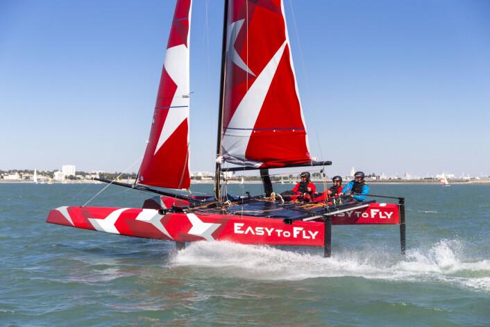 FOILING: Easy to Fly skal være enkel å foile. Vi seilte båten i fjor, og var det var med proffe.