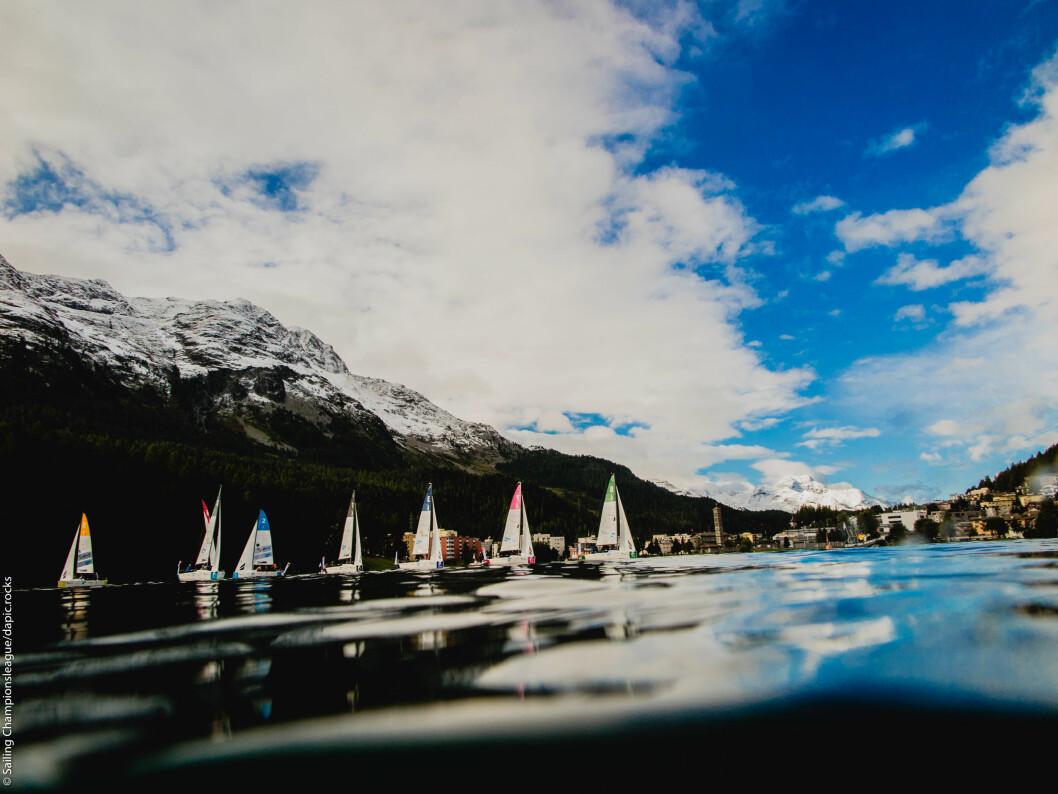 STILLE: Blankt vann gjorde forholdene krevende på innsjøen i St. Mortiz. Snø på toppene ga maleriske kulisser.