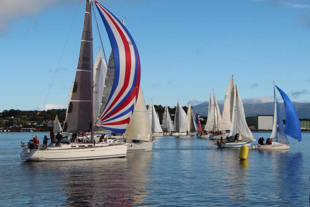 VINDEN KOM: Rett etter start kom vinden og gjorde Windjammer Race til en flott regatta.