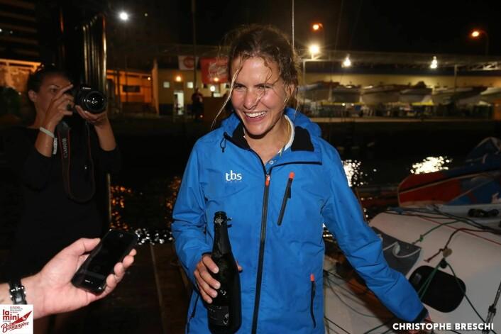 UNG: 26 år gamle Clarisse Crémer  seiler sitt første Mini Transat og ble nummer tre i mål i den knallharde serie-klassen.