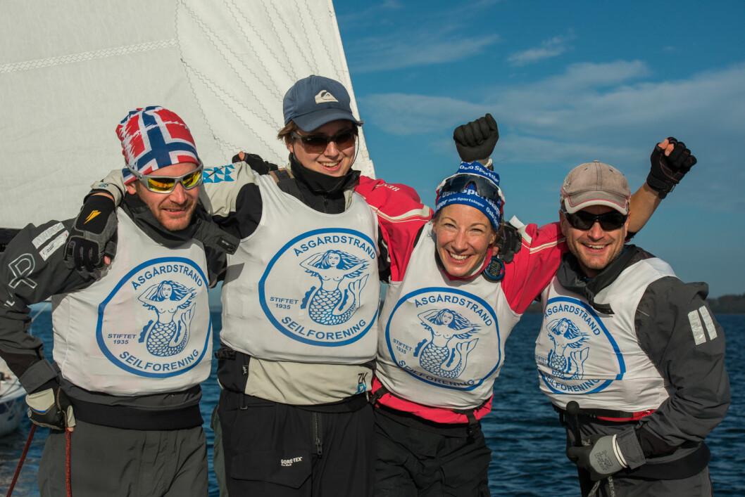 KONGEPOKAL: Asbjørn Grødem, Trym Markussen, Karen Kristoffersen,og Josteim Grødem ble mesternes mestre.