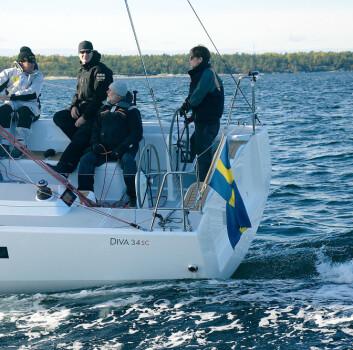 VANNLINJE: Båten seiler fra vannlinjens begrensning ved rundt 8 knops fart. Det gir muligheter for høy snitthastighet under  gunstige forhold.