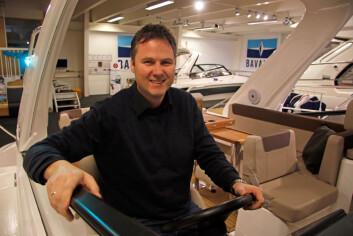 SALGSØKNING: Store båter selger også godt.  ? Vi har økt med 50 prosent, sier Lars-Erik Solvag hos Bavaria Motorbåt Norge AS.
