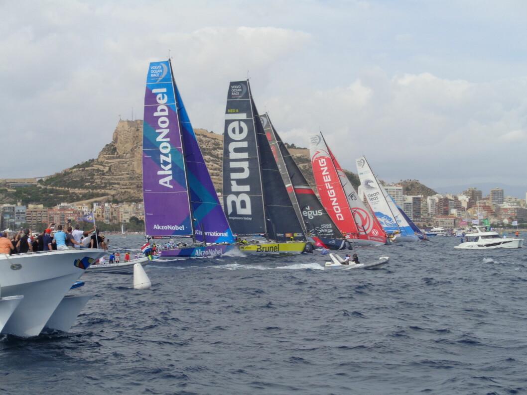 Tett start i Volvo Ocean Race