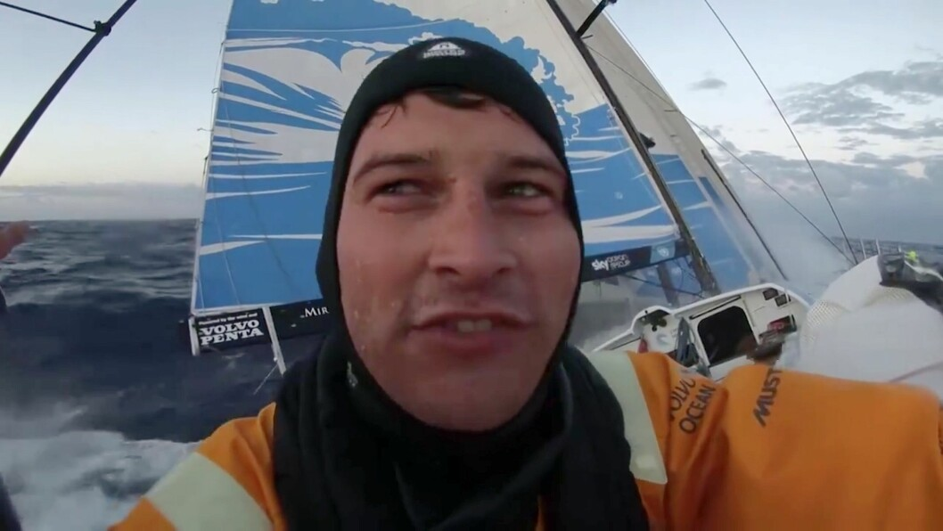 VÅTE: Mannskapet om bord i «Scallywag» føler på hvor ukomfortabel Volvo Ocean Race-båt er.