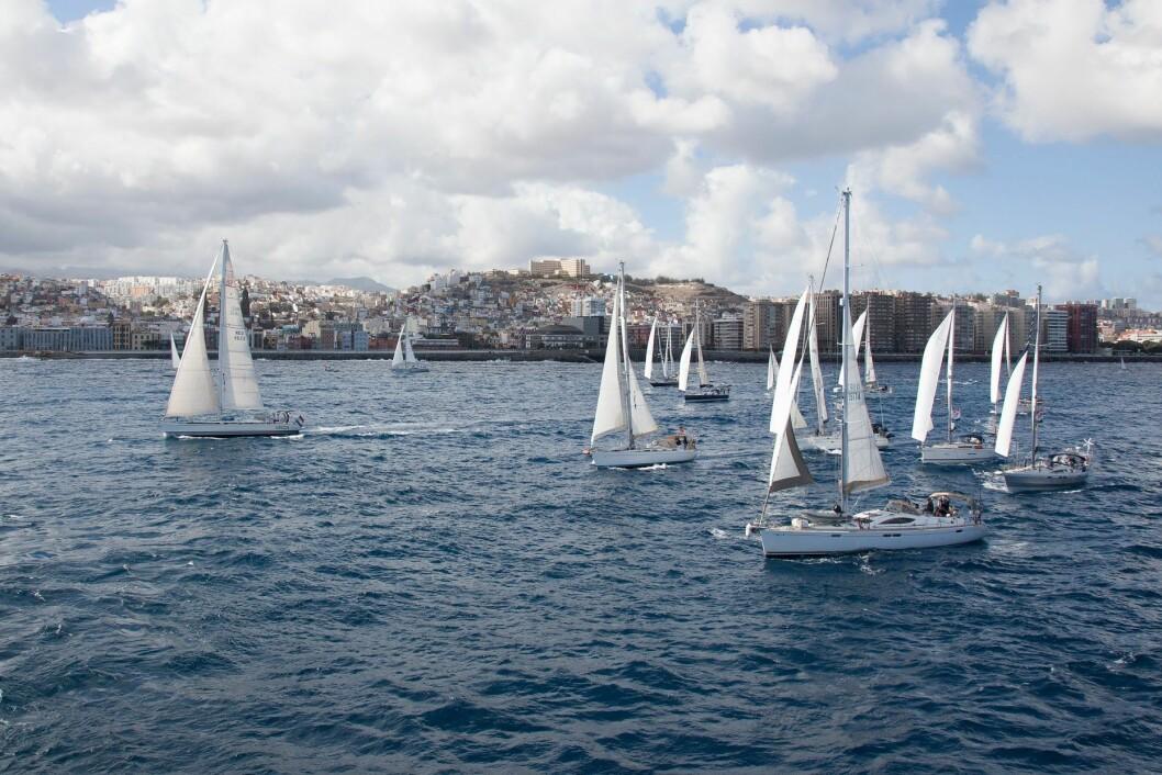 START: ARC+ seilerne hade bra bør ut fra start i Las Palmas, og det holdt i noen døgn.