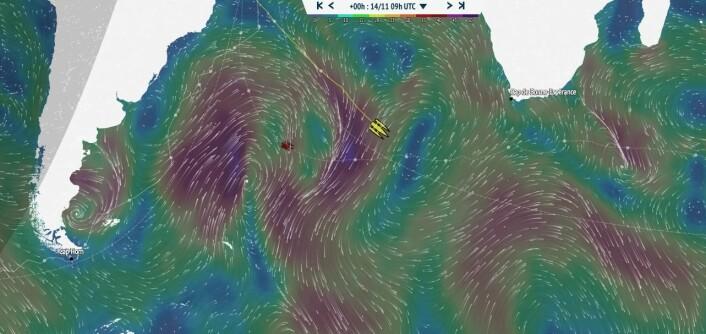 RASK: Gabart holder høy fart, og øker stadig ledelsen i forhold til Covilles rekordseilas i fjor. Værsystemet vil også gi et bedre spor litt lengre sør.