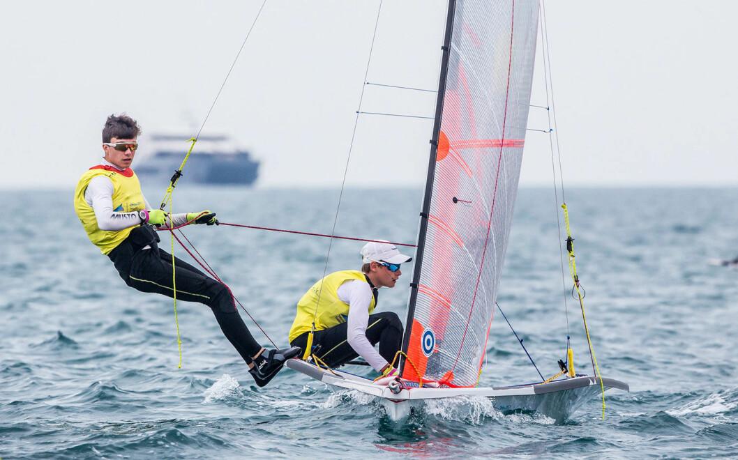 I GULLKAMPEN: En god seilas 15. desember kan gjøre Mathias Berthet og Alexander Franks-Penty til junior-verdensmestre.