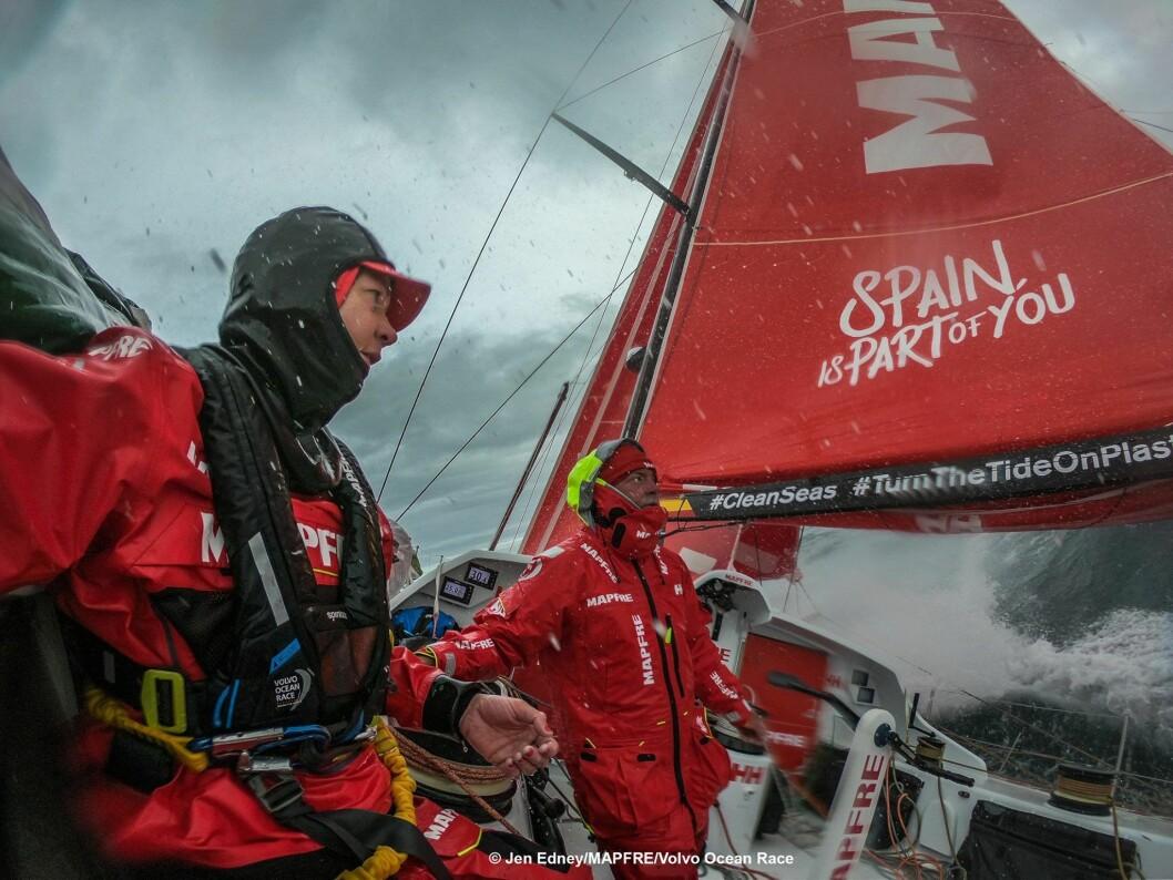 LEDER: Mapfre har overtatt ledelsen i Volvo Ocean Race, og kan rekke å komme i havn før jul.