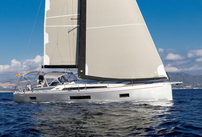 FRANSK: Oceanis 51.1 viser Beneteaus nye stil.
