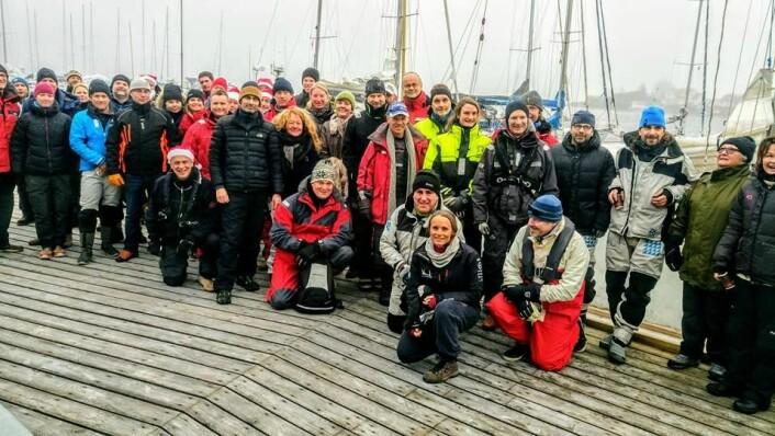 REKORD: Fjoråret talte 14 påmeldte båter. Her er deltakerne samlet til skippermøte i Vollen før start.