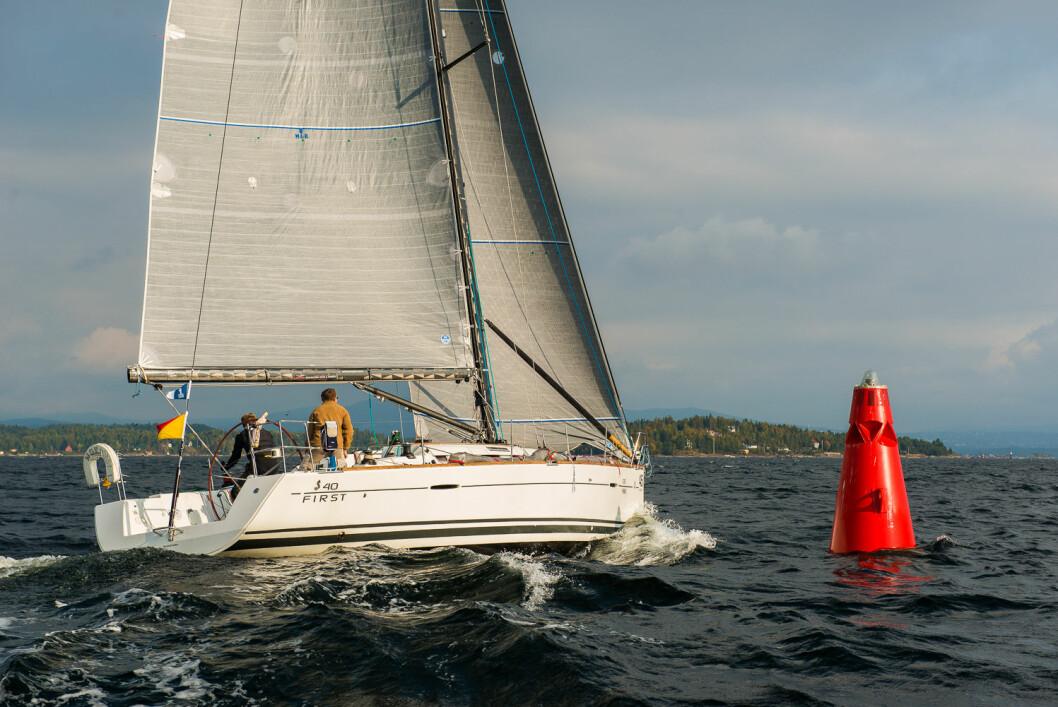 FORSPRANG: Elling og Øyvind Rishoff går inn i 2018-sesongen med et solid forsprang på konkurrentene. Spørsmålet er når de blir innhentet, for shorthanded-seiling står ikke på programmet deres i år.